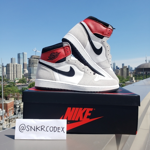 💙 Jordan 1 High lighy smoke grey